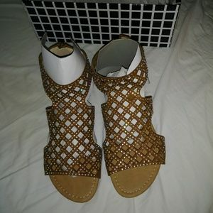 NIB Size 6 tan bling flat sandals